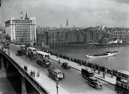 London Bridge over the River Thames, London, September 1933.