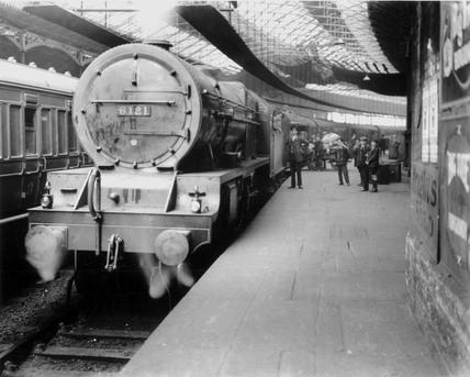 Mail train, Euston Station, c 1929.