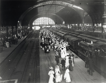 Crowds at Paddington Station, London, 2 July 1908.