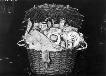 A Crosse & Blackwell's Christmas hamper, De