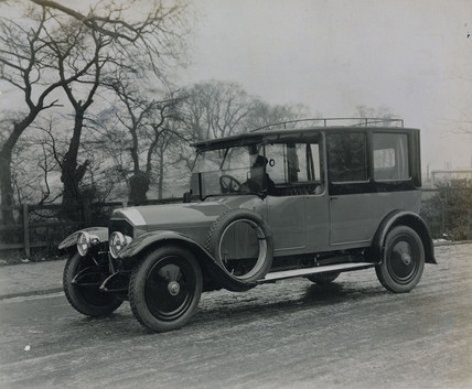 Cunard saloon car with chauffeur 6 cylinder
