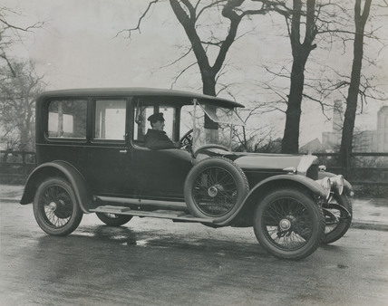 Saloon car with chauffeur 6 cylinder