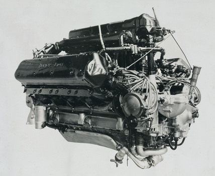 Series 1 Lion engine showing hand-starting gear rear end view
