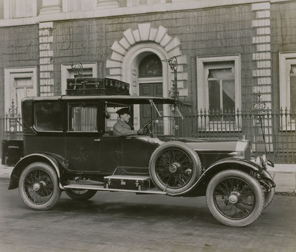 6 cylinder Cunard saloon with chauffeur and luggage on roof rack