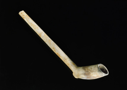 Clay tobacco pipe, 1720-1770.