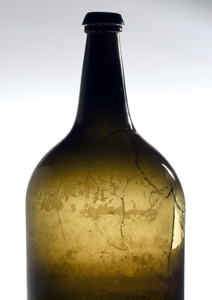 Green glass wine bottle, Spanish, 1700-1850.
