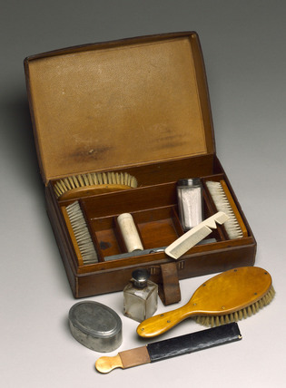 Victorian gentleman's leather toilet case, late 19th century.