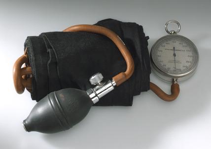 Sphygmomanometer apparatus, 1920-1955.