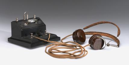 Brownie crystal radio receiver and pair of BTH headphones, mid 1920s.