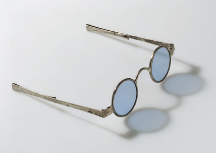 Transverse folding spectacles, 1790-1830.