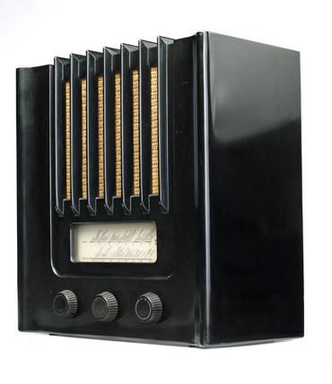 Murphy bakelite radio AD94, 1940.