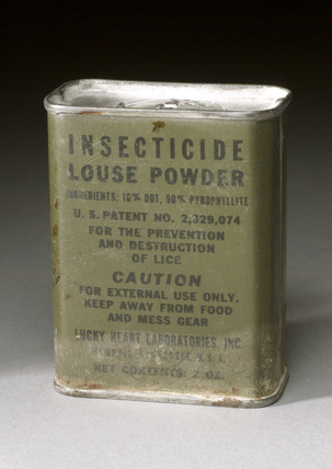 Insecticide powder for delousing, 1939-1945.