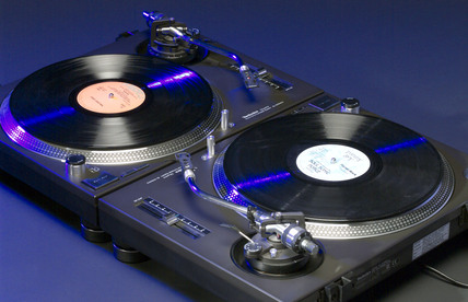 Technics quartz synthesizer direct-drive turntables, 1999.