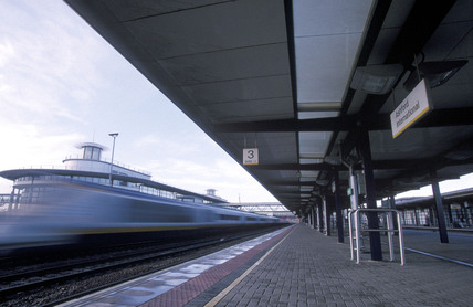 A Eurostar train going by Ashford Internationals Station.
