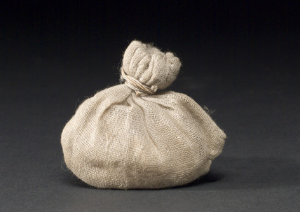 Muslin bag with crust of bread.