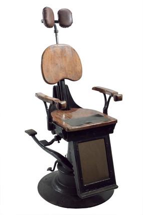 'School' hydraulic dental chair, 1910-1930.