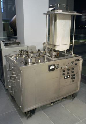 Gibbon-Mayo Pump Oxygenator (Heart-Lung Machine), late 20th century.