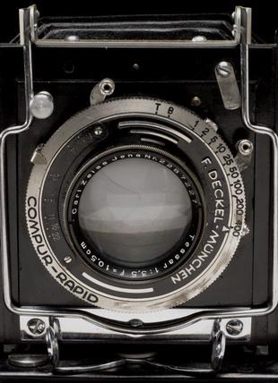 Graflex plate camera, close-up showing lens, c 1925.