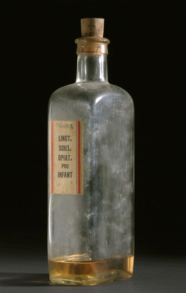 Glass shop round for tincture of chloroform and morphine, 1920-1960.
