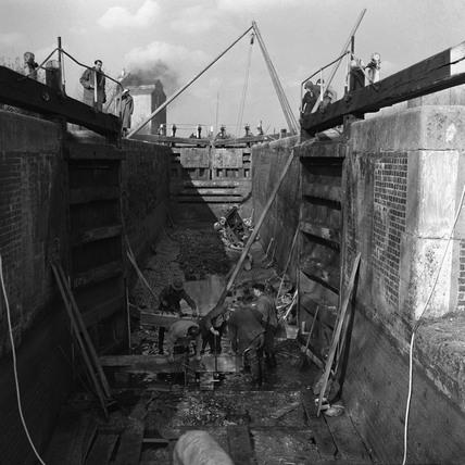 Lock under maintenance, Kings Langley, Hertfordshire, 1950.