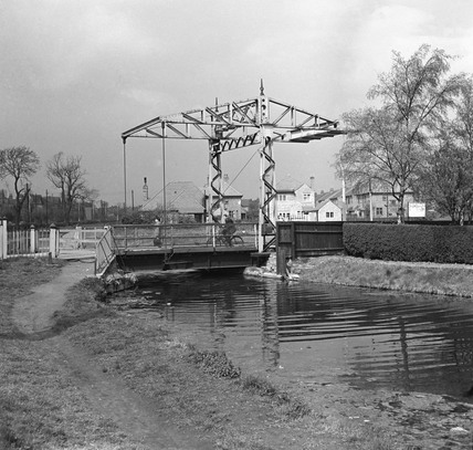 Old pulleys on the canal at Grantham, Lincolnshire, 1950.