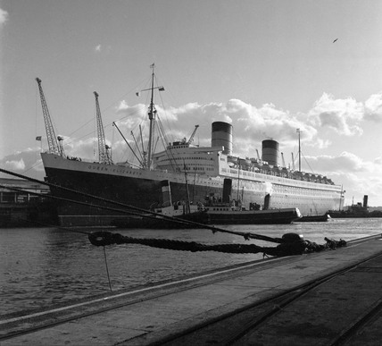 'Queen Elizabeth' alongside Ocean Terminal, Southampton Docks, 1951.