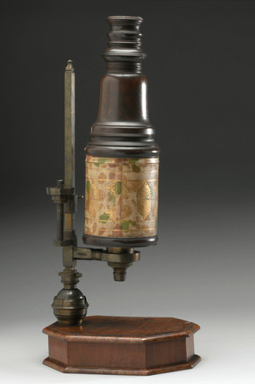 Cuff-type microscope, early 18th century.