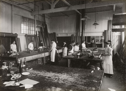 French polishers at Doncaster works, South Yorkshire, c 1916.