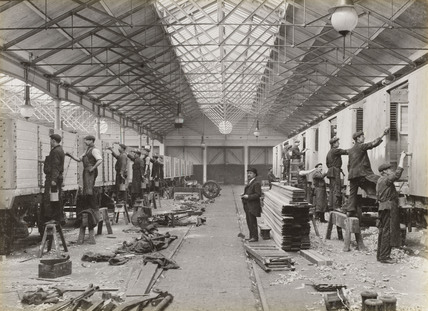 Wagon painting at Doncaster works, 1916.
