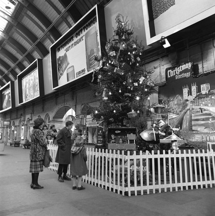 Christmas tree at York Station, 1983.