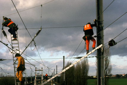 Railway electrification at Overton, 10 January 1989.