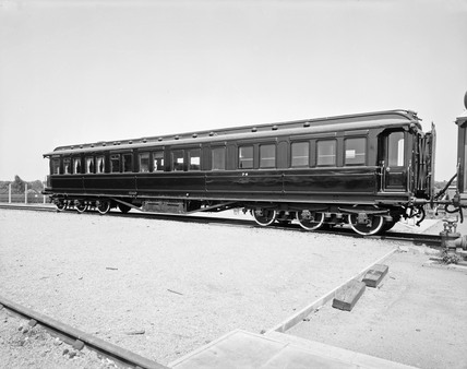 LNWR Royal dining car 76, c 1920s.