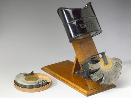 Kinora cinematographic viewer, 1908.