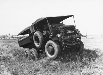 Rigid six-wheeled tractor with all-wheel drive, 1929.