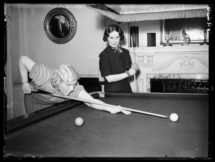 Ladies snooker match, Soho, London, 1939.