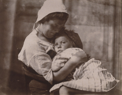 Portrait of mother and daughter, c 1900-1905.