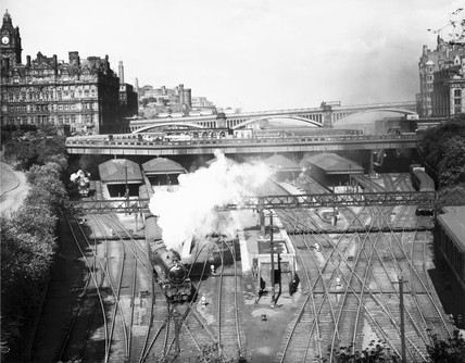 Edinburgh Waverley Station, c 1950s.