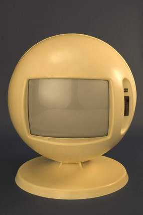 Keracolor B772  television receiver, 1970.