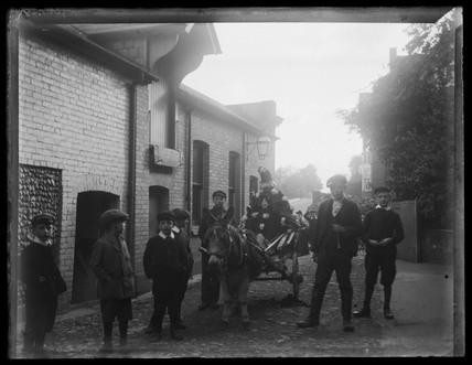 Brewery workers' children, Halstead, c 1900