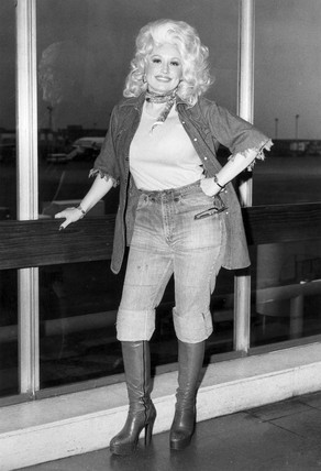 Dolly Parton arrives at Heathrow, May 1977.