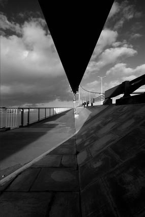 Humber Bridge suspension cable looking towards Hull, 2007.