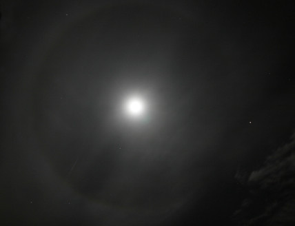 Moon ring and Mars, 17 November 2005.