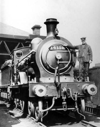 Strikebreaking staff with LMS locomotive, General Strike, Glasgow, 1926.