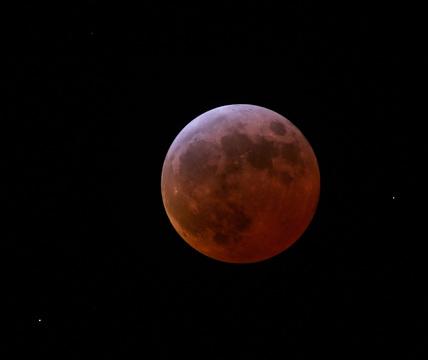Total lunar eclipse, 3 March 2007.