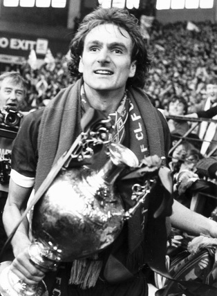Phil Thompson with the League trophy, 5 May 1980.