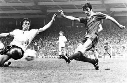 Mark Falco tries to tackle Ian Rush, 14 May 1982.