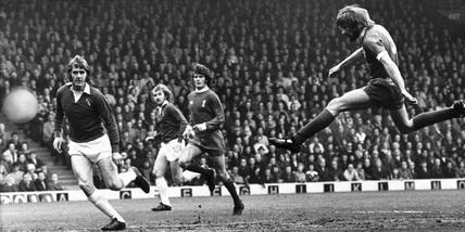 Steve Heighway shoots, 28 April 1974.
