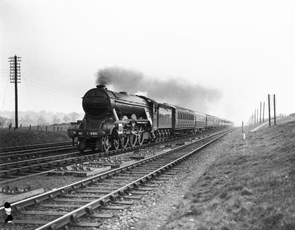 Cameronian' steam locomotive, Class A3 4-6-2, engine No. 2505.