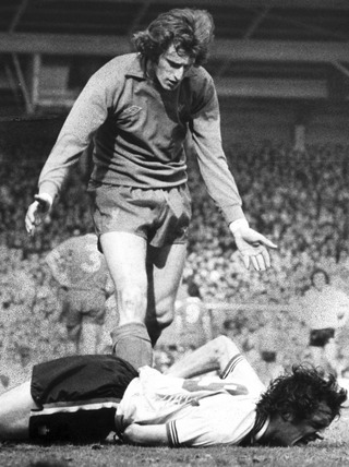 Goalkeeper Ray Clemence apologises to Joe Jordan, April 1979.