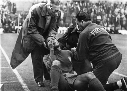 Eusebio injured, World Cup, Old Trafford, 13 July 1966.